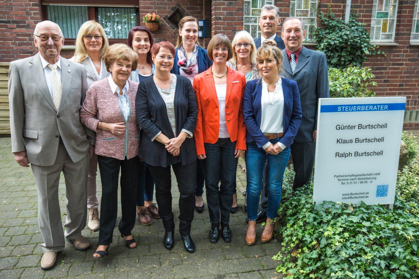 Gruppenbild der Mitarbeiter von Burtschell & Partner aus Krefeld
