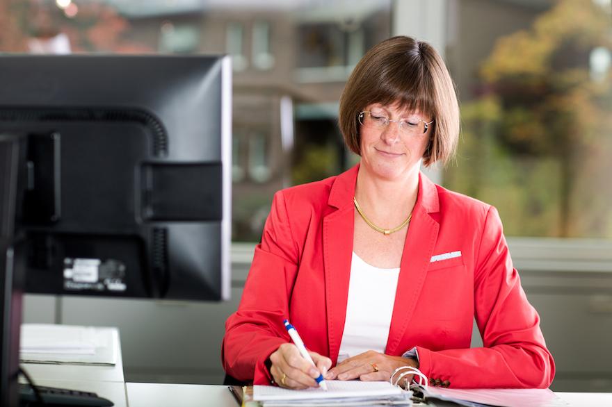 Fachangestellte für steuerberatende Berufe und Steuerfachwirtin Susanne Buskamp von der Steuerberaterkanzlei Burtschell & Partner aus Krefeld
